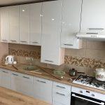 Длинная белая кухня ЛНР