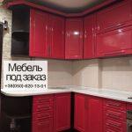 Красная угловая мебель для кухни
