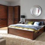 Спальня - круглое зеркало