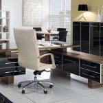 Офисная мебель в комнате