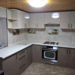 Кухня деревянный потолк